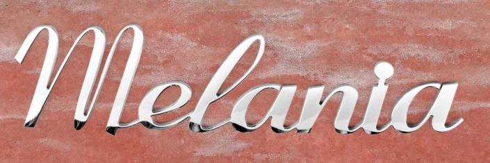 articolo-22-melania-scritta-in-acciaio-inox