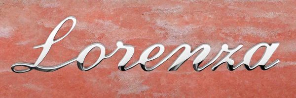 Articolo 23 Lorenza scritta in acciaio inox